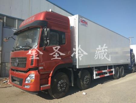 东风天龙9.6米冷藏车 配备超薄壁挂机组